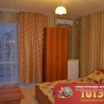 Комната с двухспальной кроватью, кондиционером, холодильником, шкафом и столом в 4, 3, 2-х местном номере стандарт в санатории Арлекино