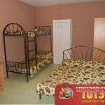 Комната с двухспальной и двухьярусной кроватью, шкафом и тумбочкой в 5, 6-ти местном номере в Атлантисе