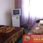 Комната с двумя кроватями, холодильником и телевизором в санатории Фрегат