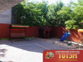 Детская площадка в санатории Амур, вид сбоку