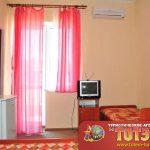 Комната с кроватью, холодильником, кондиционером, телевизор, тумбочка в 2, 3-х местном номере в санатории Мария ВМФ
