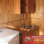 Кухня 2-4х местного номера с холодильником, мойкой и шкафчиками базы отдыха Фрегат