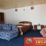 Комната с двухспальной кроватью, диванчиком, двумя столами и шкафом в 3-х местном номере базы отдыха Сказка